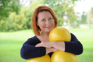 Katja portree kollaste pallidega